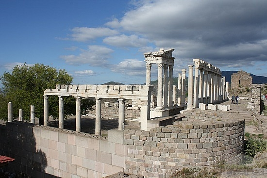 pergamon-temple-of-dionysius-bergama